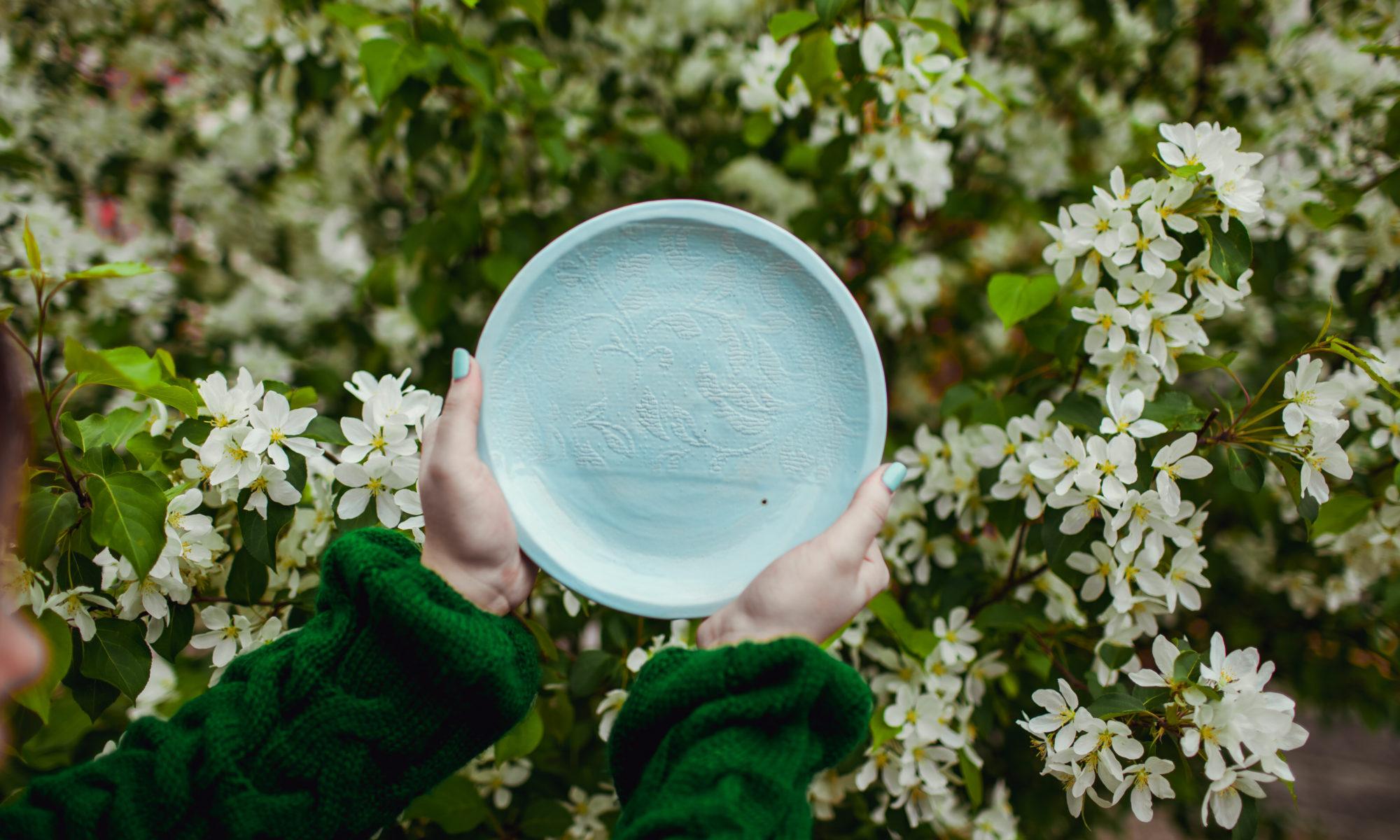 тарелка голубая средняя