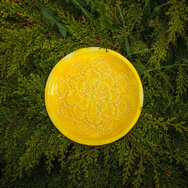 тарелка желтая средняя