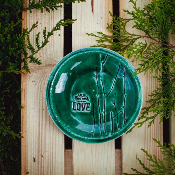 """тарелка """"all you need is love"""" маленькая"""