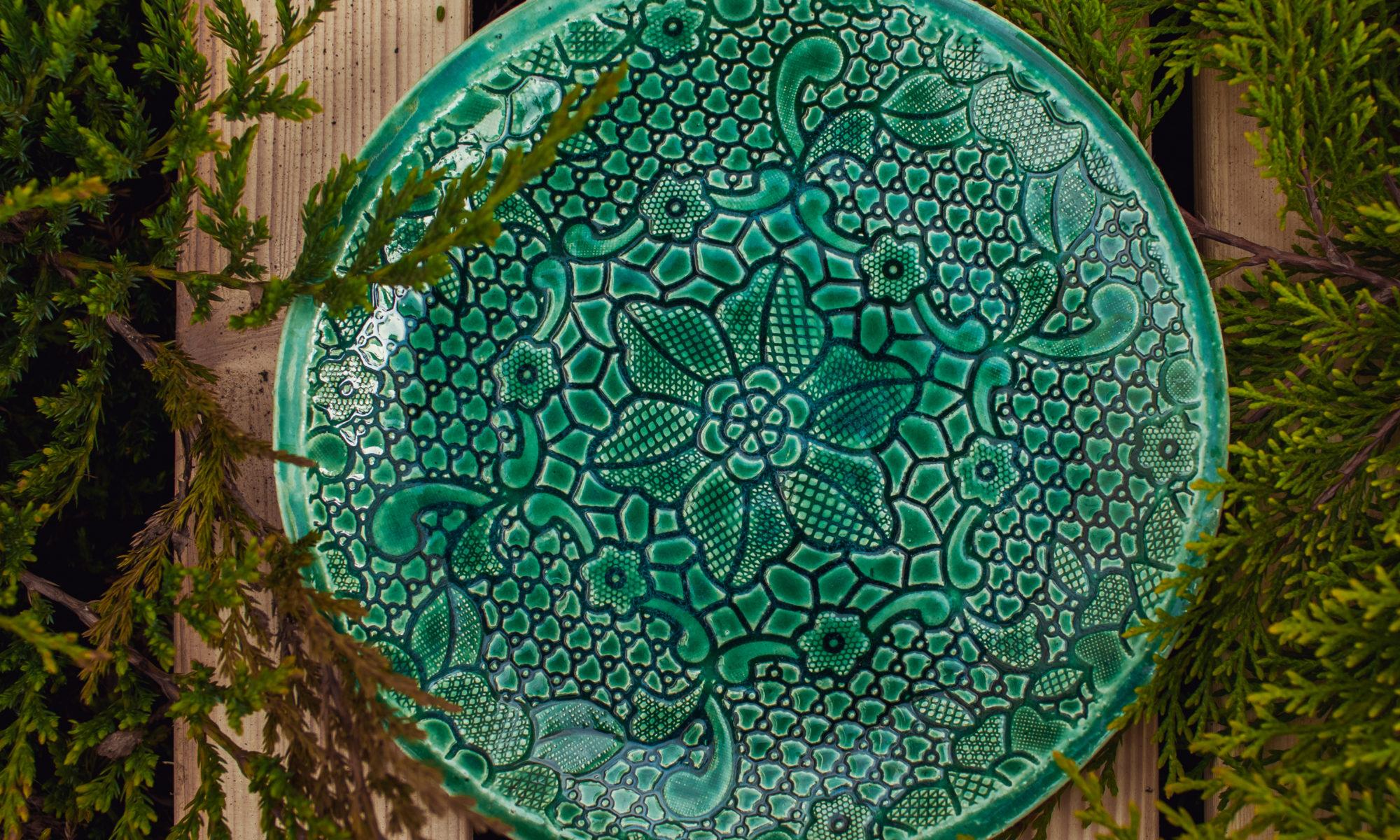 тарелка зеленая средняя