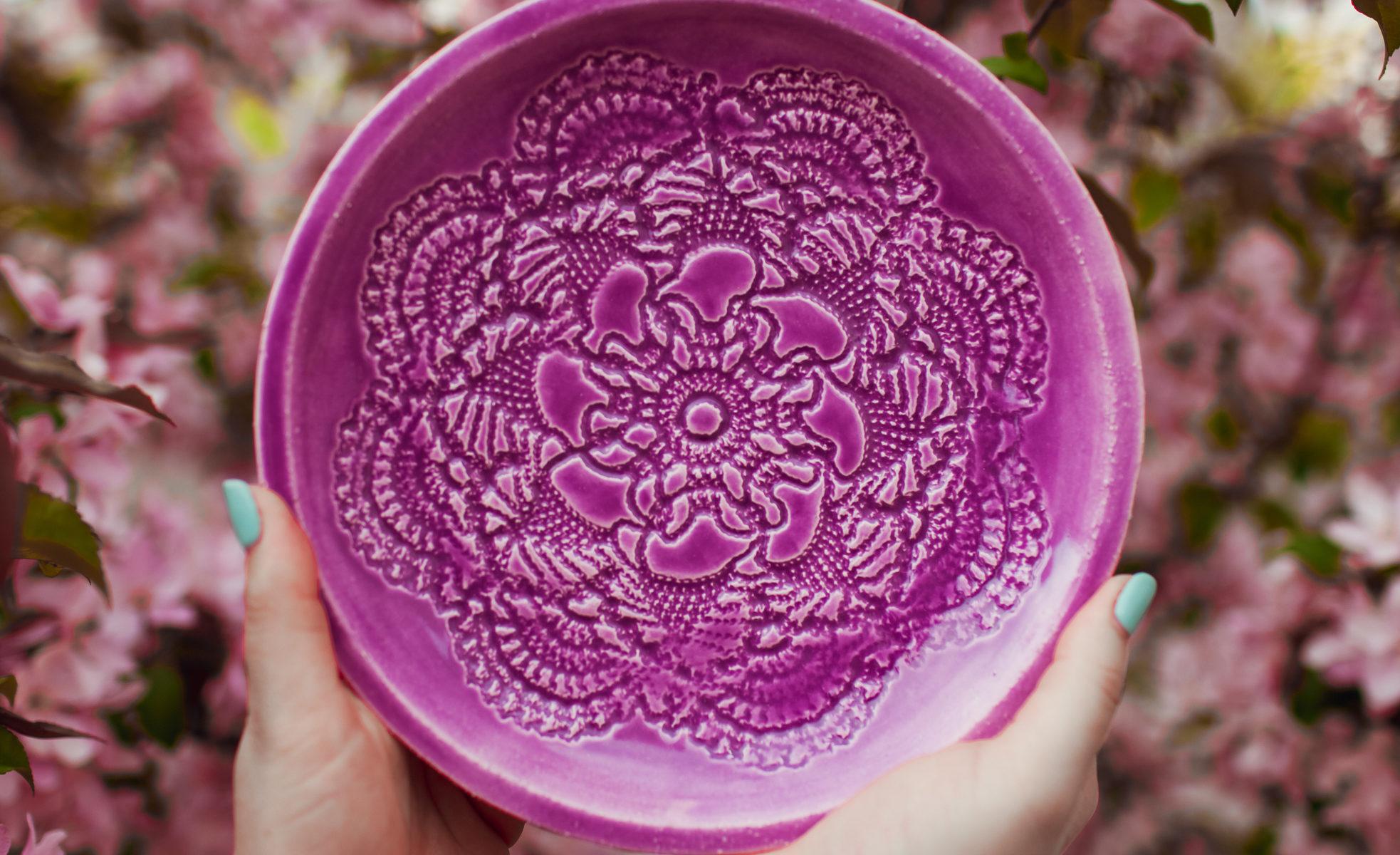 тарелка ярко-розовая средняя