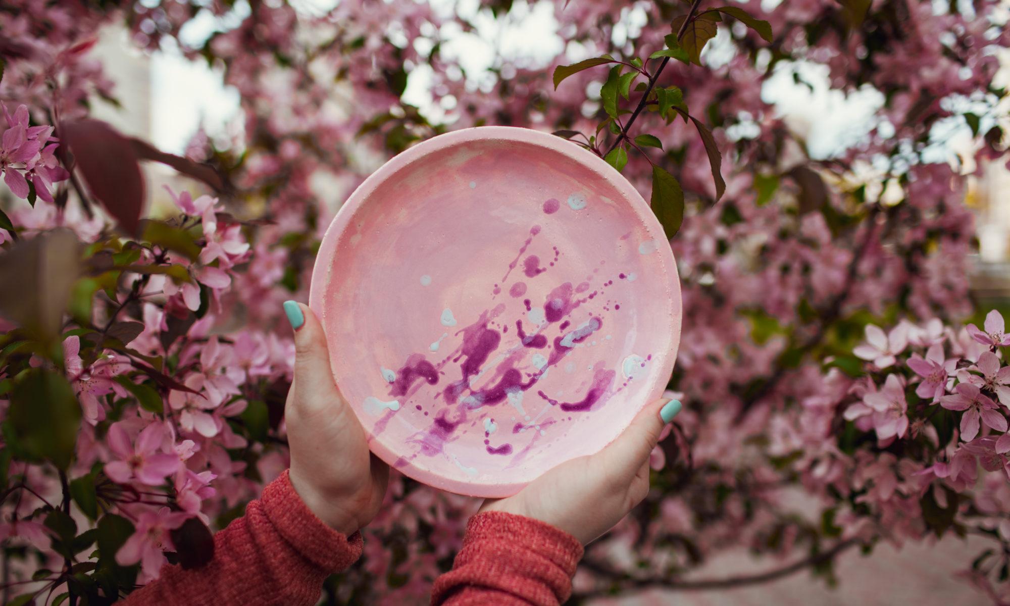 тарелка розовые капли средняя
