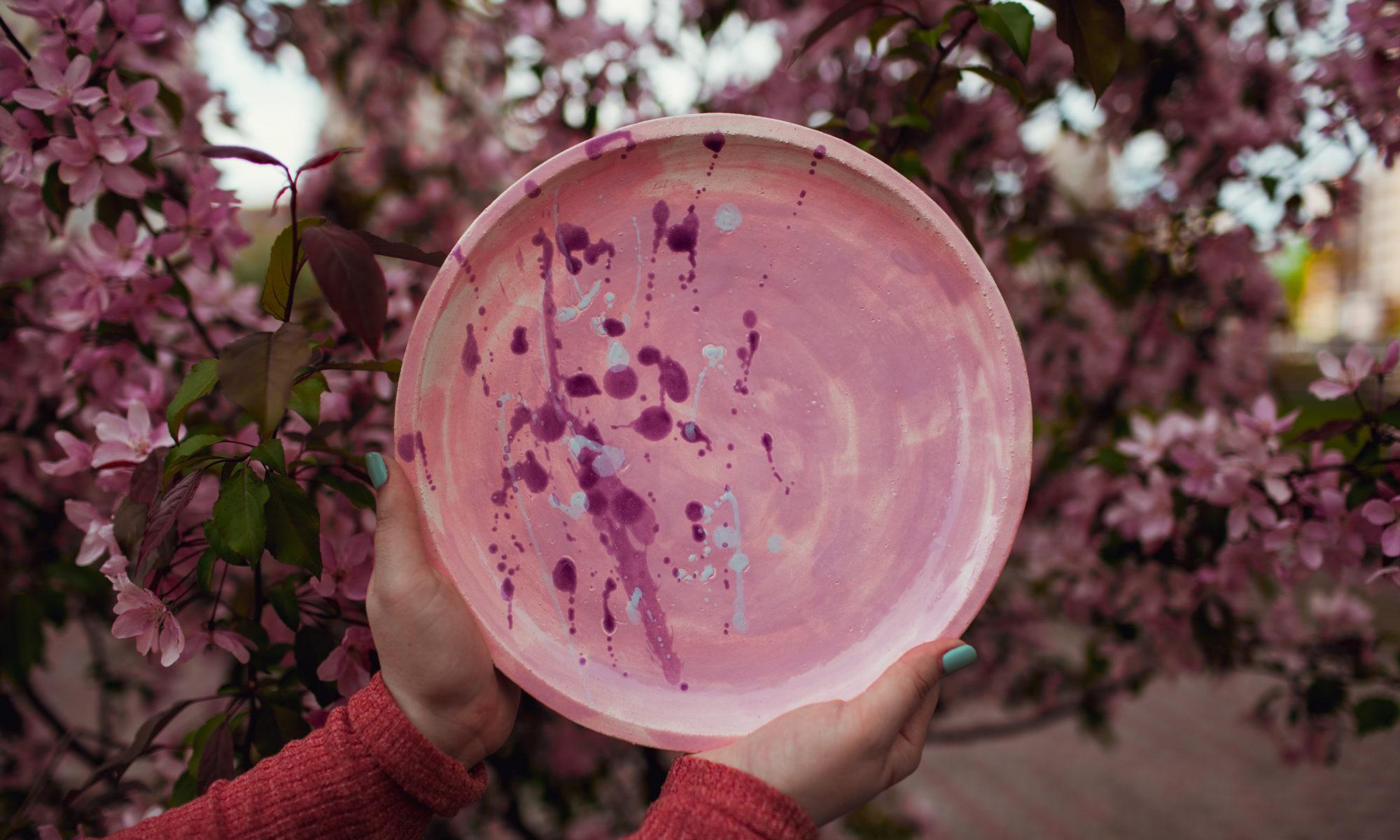 тарелка розовая с каплями большая