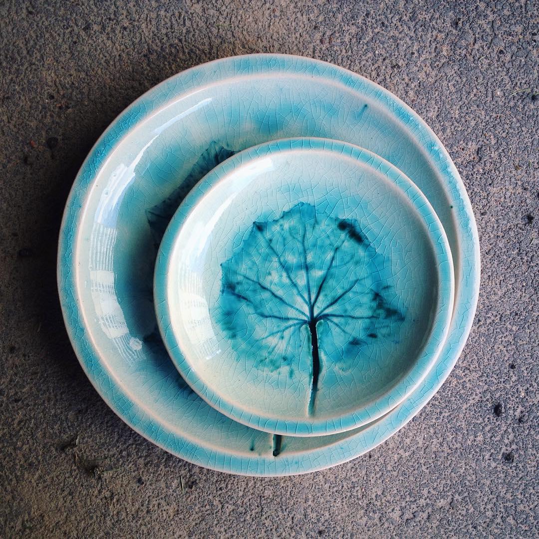 набор бирюзовых тарелок