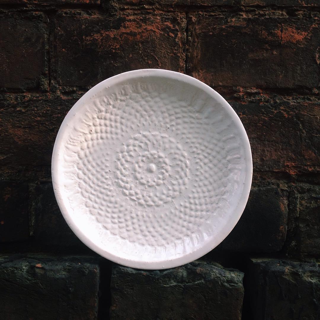 тарелка белая средняя