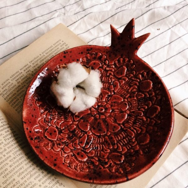 Тарелка красная средняя